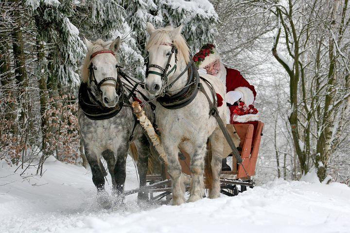 Co robi cały rok Święty Mikołaj?