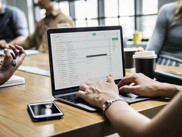 Jak szkolenia sprzedażowe i szkolenia z negocjacji w biznesie mogą pomóc twojej firmie?
